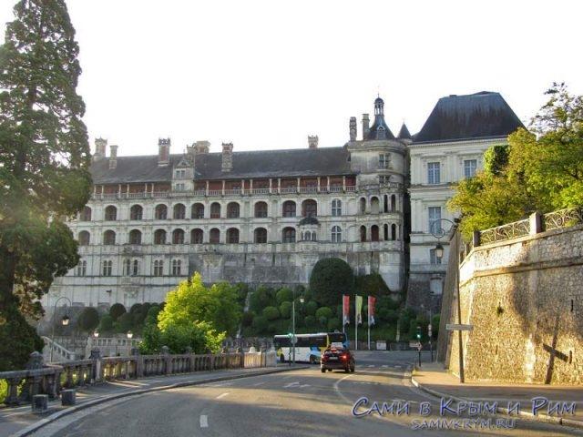 Вид на дворец Блуа с улицы