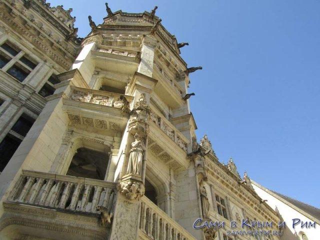 Винтовая лестница во дворце