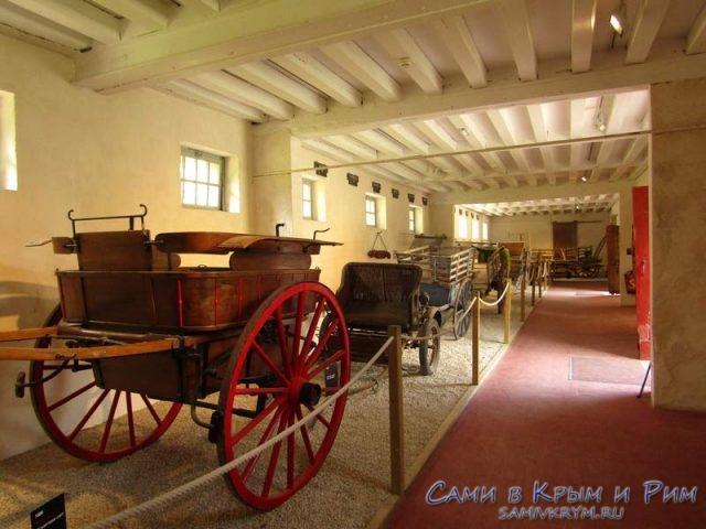 Выставка-карет-рядом-с-замком