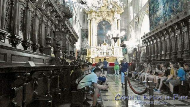 Запрещенная-фотосъемка-внутри-собора