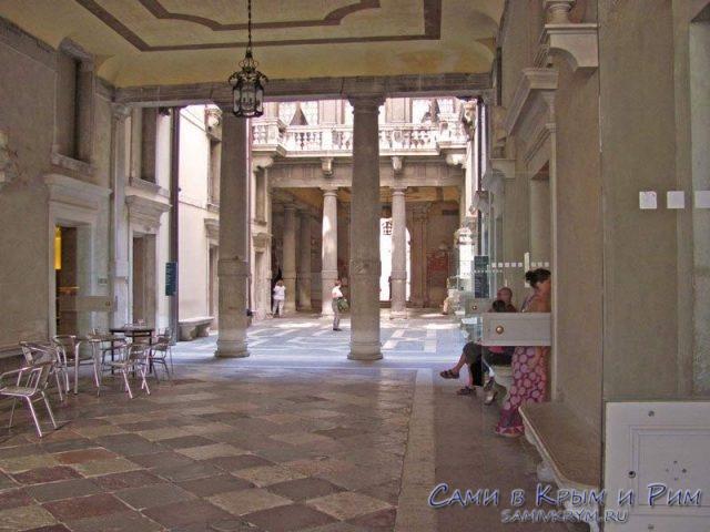 Ca'Rezzonico-внутренний дворик