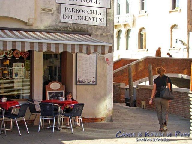 Кафе-на-улицах-Венеции