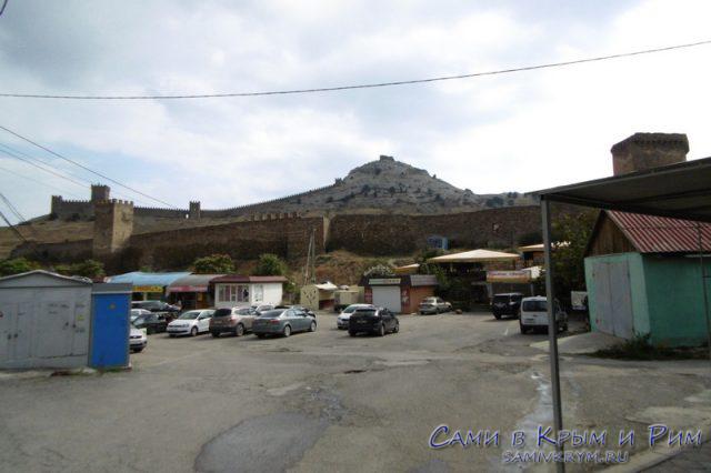 Парковка перед крепостью