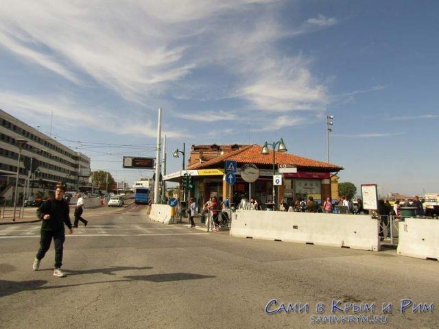 Переход-между-станцией-вапаретто-и-Пьяцалле-Рома