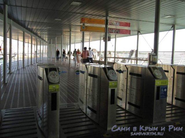Проход-через-турникеты-на-станцию-вапоретто