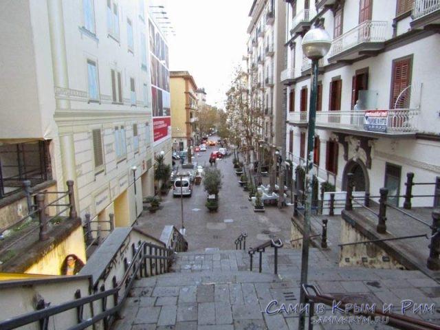 Улица на холме Вомеро