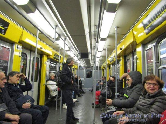Утром в метро Неаполя