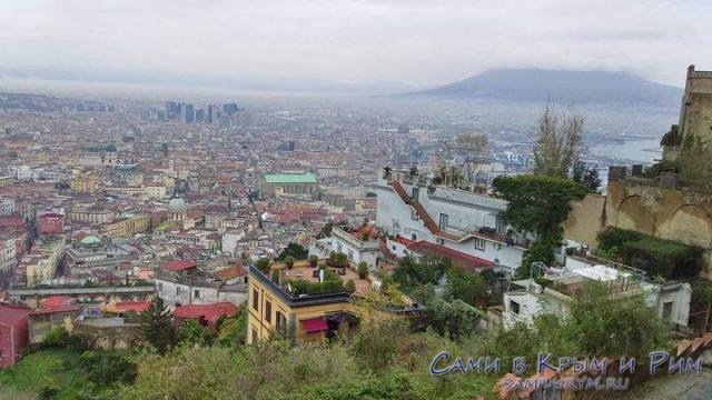 Вид на Неаполь с холма Вомеро