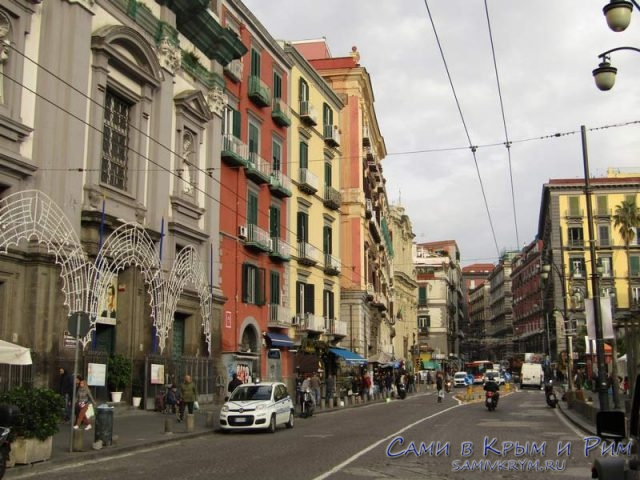 Яркая и широкая площадь Данте