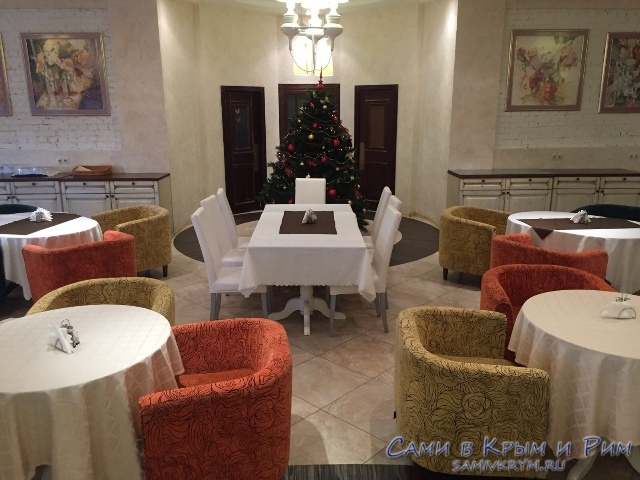 Зал ресторана Модерн к новогодней ночи