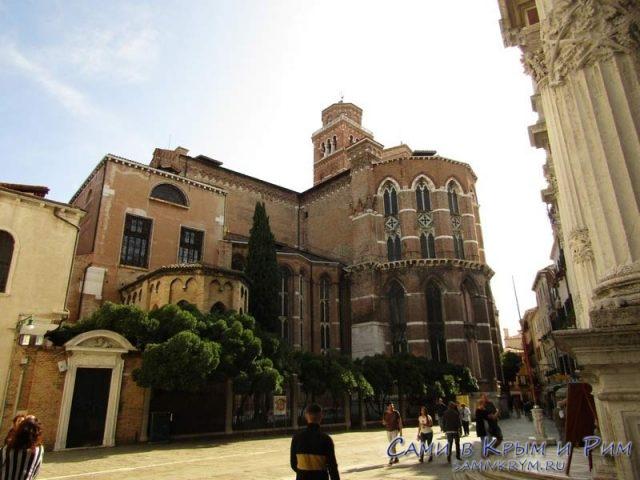 Фасад-главной-базилики-францисканцев-в-Венеции