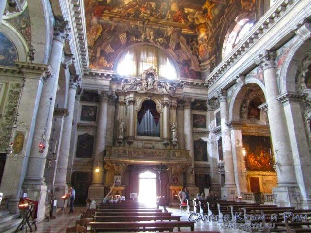 Церковь-Святого-Панталона-Венеция
