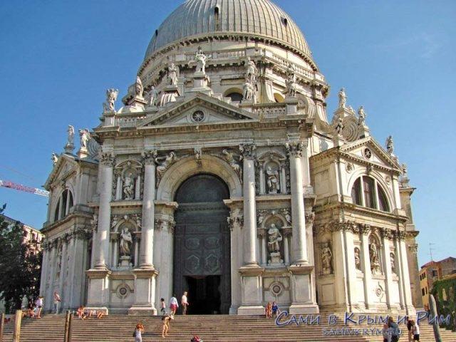 Церковь-Святой-Марии-Спасительницы-Венеция