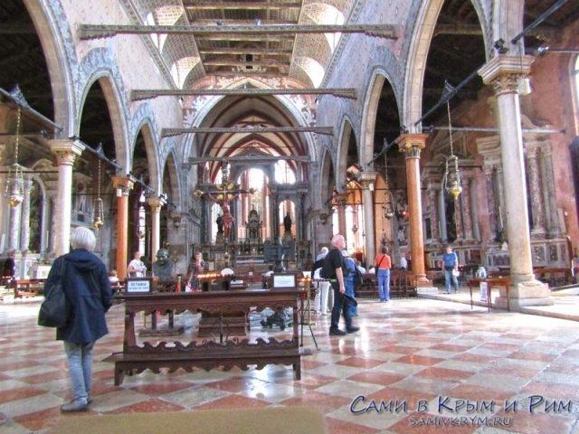 Внутри-Церкви-Святого-Себастьяна