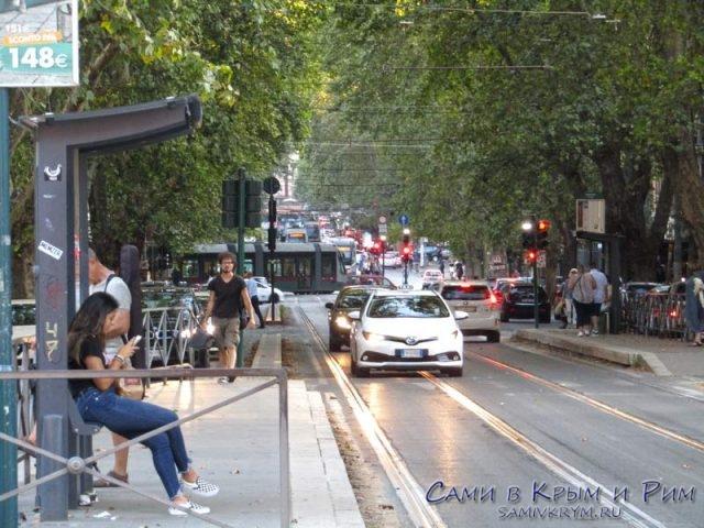Ожидаем трамвай в Трастевери