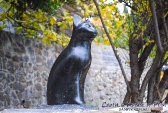 Памятник кошке Мурке в Гурзуфе