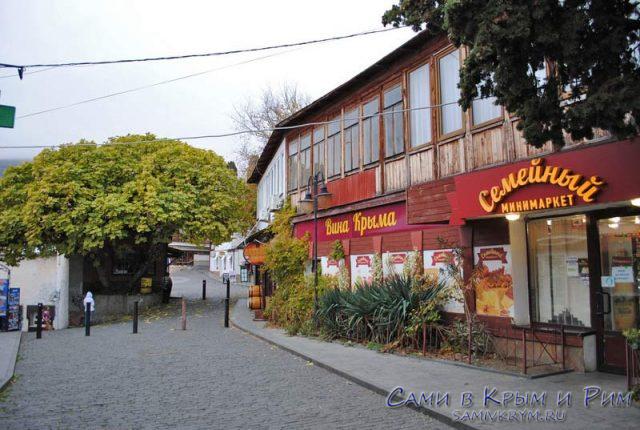 Пешеходная улочка старого Гурзуфа