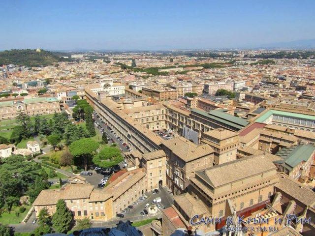 Вид сверху на Музеи Ватикана