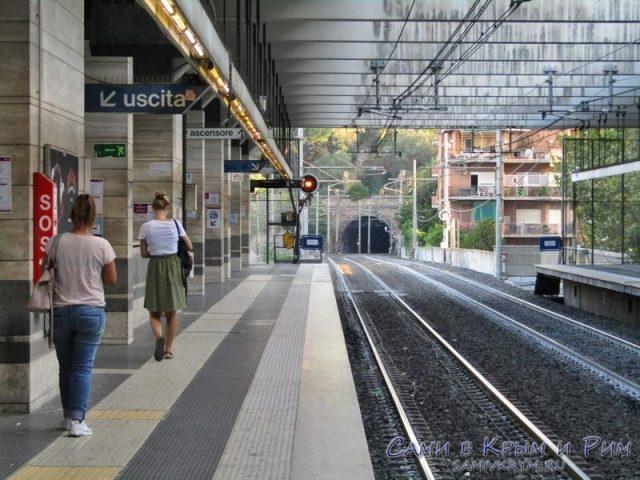 Ждем метро в Риме