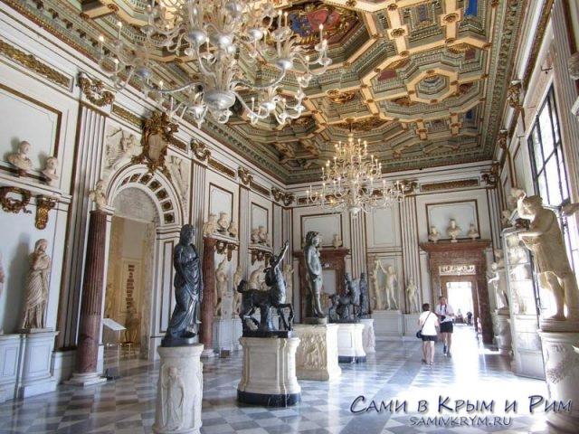 Зал скульптуры в Новом Дворце