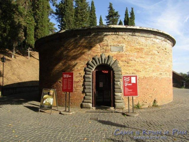 Вход в колодец Святого Патрика