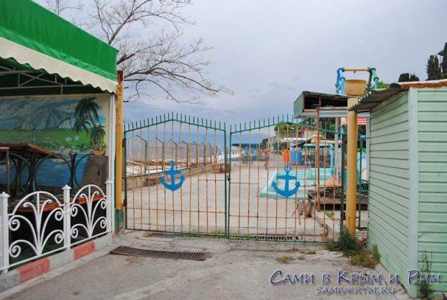 Набережная Мисхора и пляж санатория