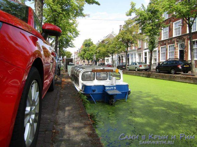 Парковка вдоль канала