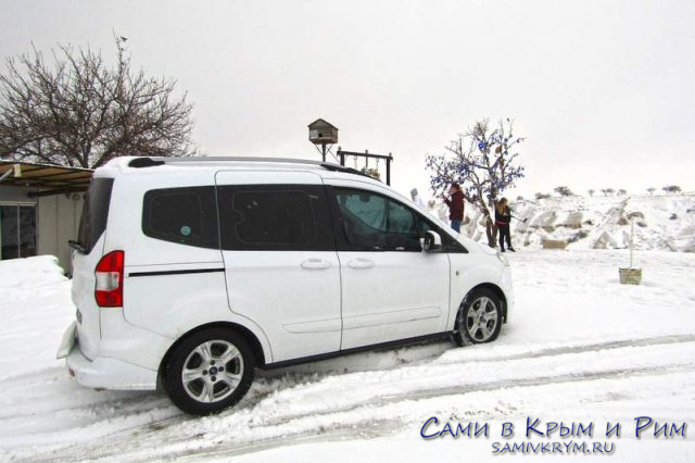 На машине в снегах Каппадокии