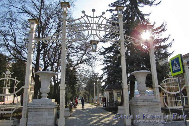 Вход-в-парк-Цветник